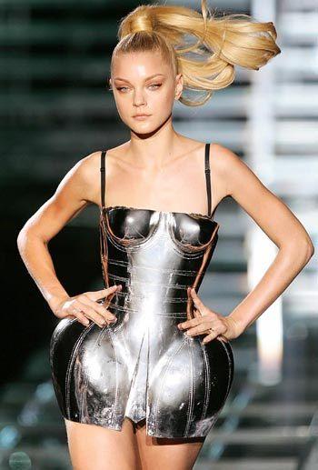 dolcegabbana metal corset jessica stam